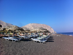Вулканический пляж на Санторини